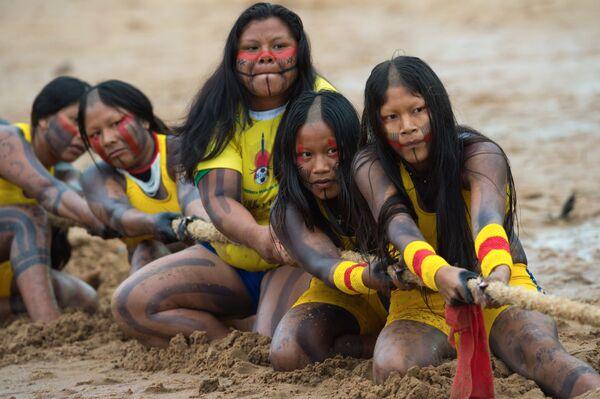 第12回 International Games of Indigenous Peoplesで綱引きの試合に参加する先住民族の女性たち - Sputnik 日本