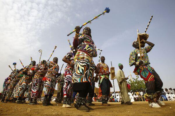 世界の先住民族の日を記念したフェスティバルで民族舞踊を踊るヌバ族の人々、スーダンのオムドゥルマン - Sputnik 日本