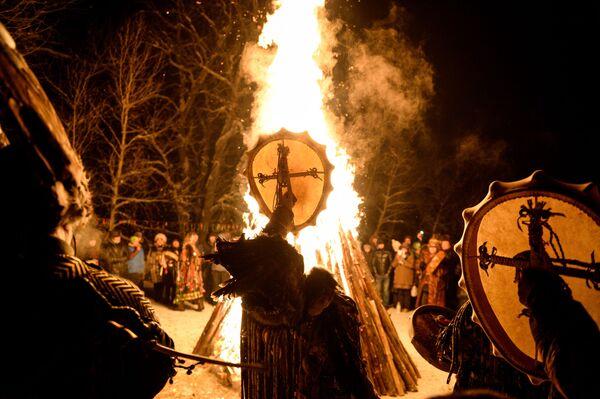 トゥバ族の旧暦の新年を祈りの儀式で迎えるシャーマンたち、トゥバ共和国  - Sputnik 日本