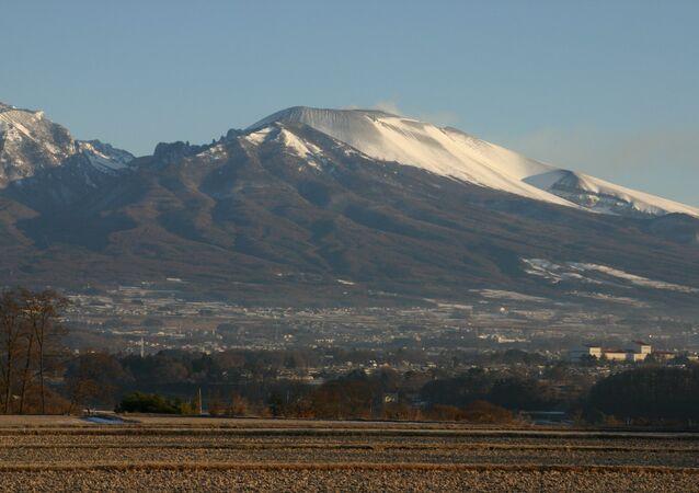 日本の浅間山【アカーイブ写真】