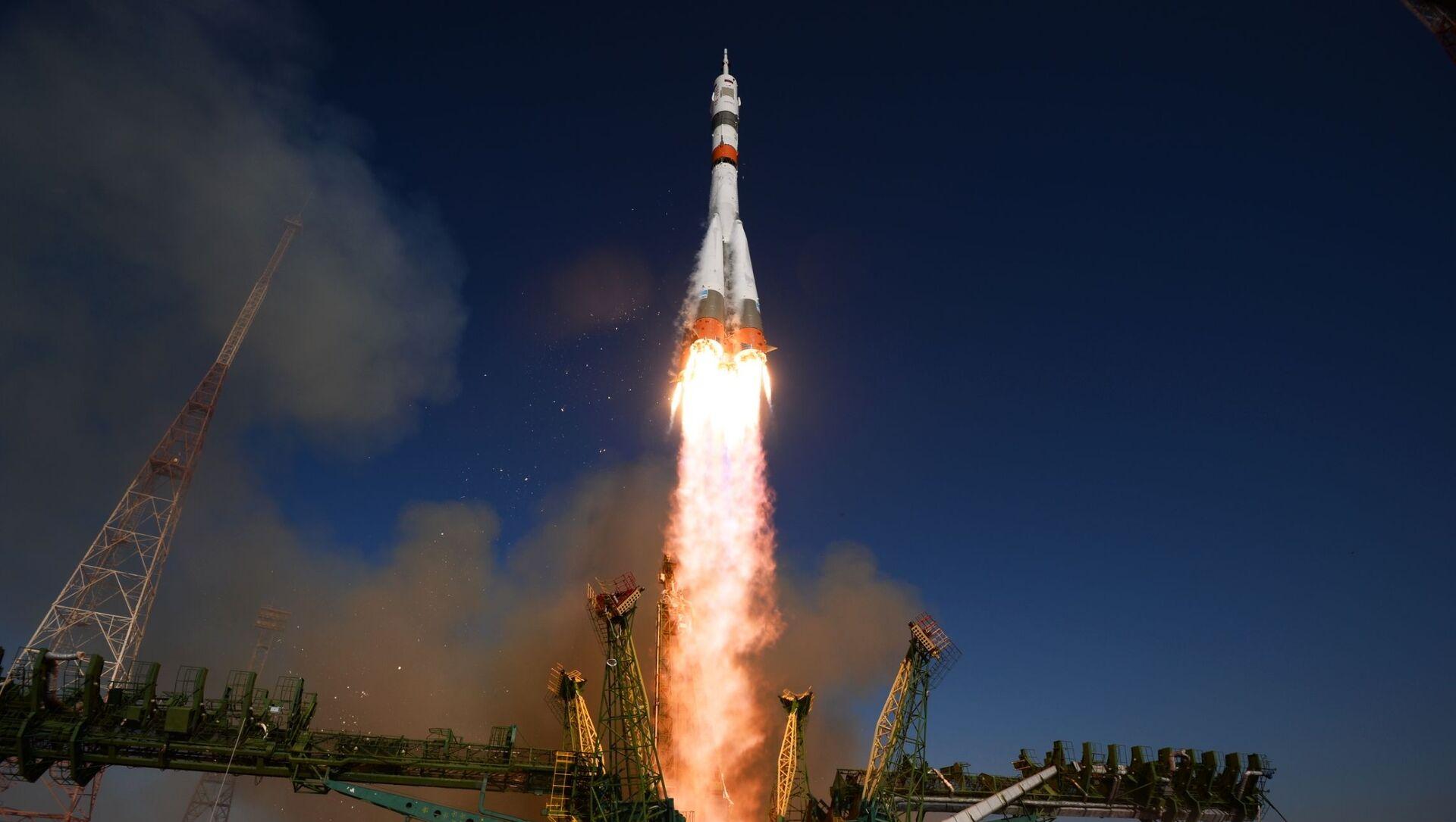 俳優陣と一緒にロシアの宇宙パイロットがISSに出発 宇宙で映画の撮影を予定 - Sputnik 日本, 1920, 05.10.2021