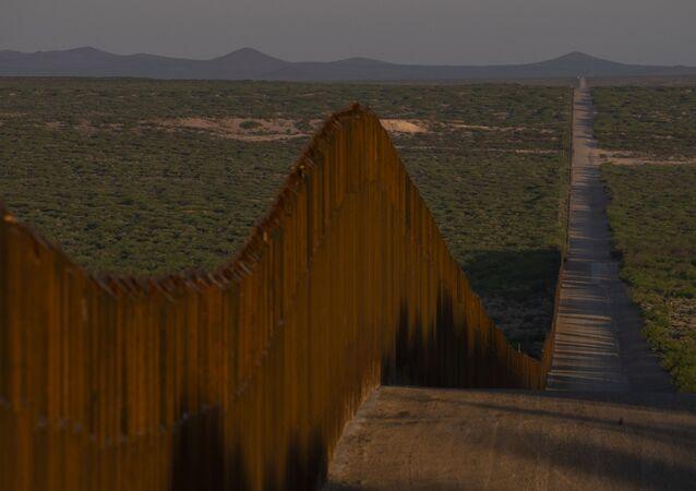 トランプ氏 記録的低さ 移民受け入れ数上限を引き下げ