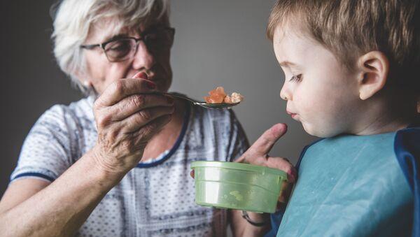 ロシアでおばあちゃん1人に対する孫の数が減少 専門家 - Sputnik 日本