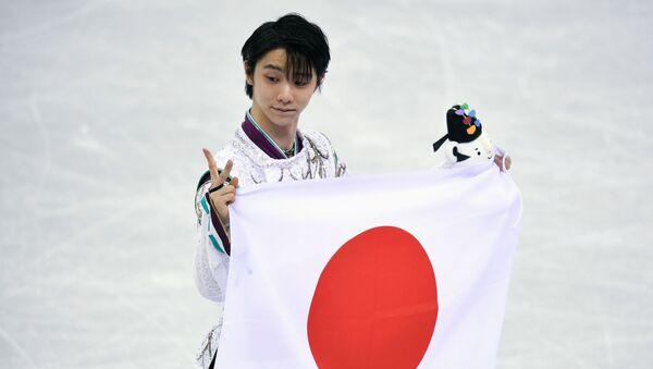 日本の旗を持っている羽生選手 - Sputnik 日本