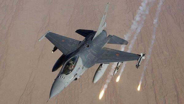 戦闘機F16 - Sputnik 日本