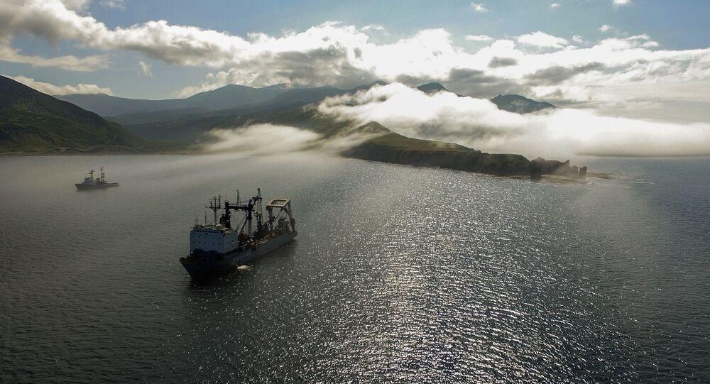ロシア太平洋艦隊の艦船 イトゥルップ島の湾