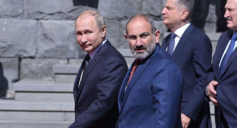 プーチン大統領、パシニャン首相(アーカイブ写真)