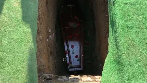 「ここから出してくれ、暗いんだ!」 アイルランドで、自身の葬式で参列者を楽しませる男性 - Sputnik 日本
