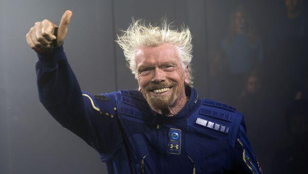 リチャード・ブランソン氏 宇宙ツアー用コスチュームを公開 - Sputnik 日本