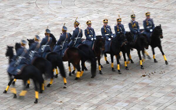 騎馬兵の交代式 - Sputnik 日本