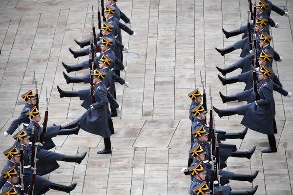 大統領連隊の隊員、歩兵による衛兵交代式 - Sputnik 日本