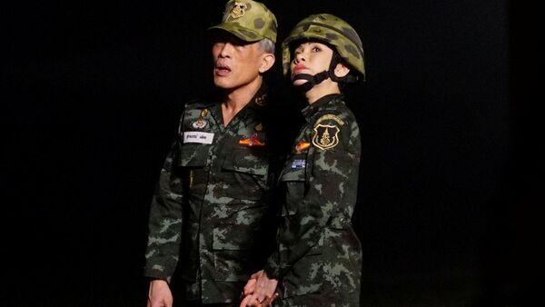 タイ国王、王妃と別の「高貴な配偶者」の称号と軍の階級を剥奪 不誠実なふるまいが理由 - Sputnik 日本