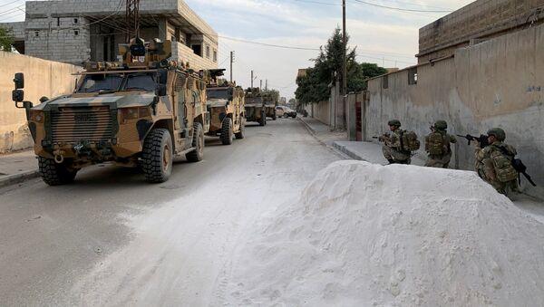 米国はシリアでクルド人勢力を見捨て、彼らを国境地帯に残し、トルコとの戦いを余儀なくさせた=ペスコフ大統領報道官 - Sputnik 日本