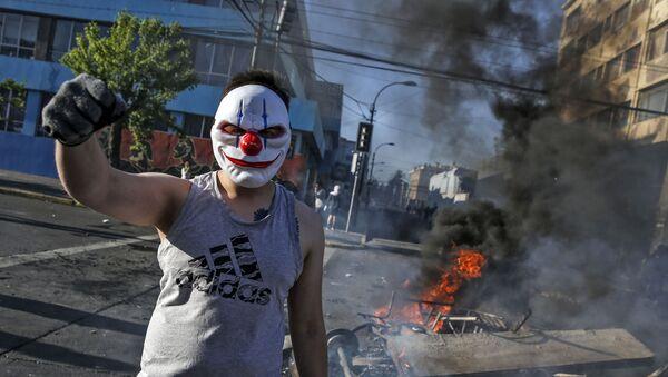 チリ抗議活動 再び放火や略奪=マスコミ - Sputnik 日本