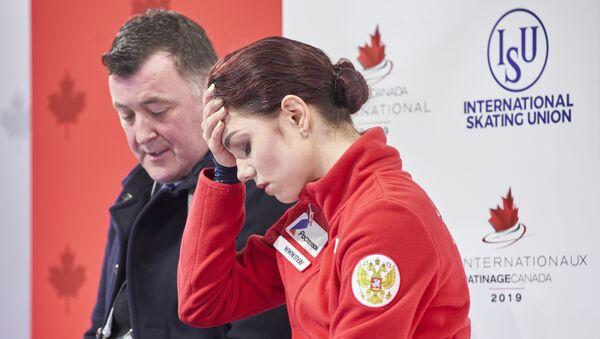Российская фигуристка Евгения Медведева и ее тренер Брайан Орсер на соревнованиях 2019 Skate Canada International ISU Grand Prix в Келоуне, Канада - Sputnik 日本