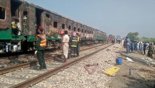 パキスタンで列車火災 - Sputnik 日本