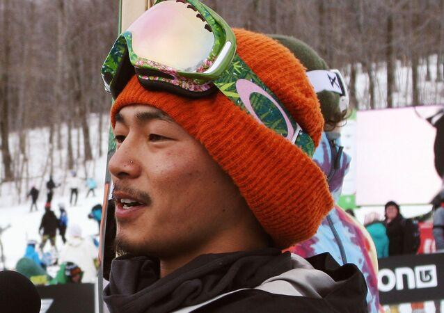 スノーボード元日本代表選手、大麻密輸の疑いで逮捕