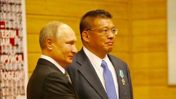 プーチン大統領、思い出の柔道クラブで浅井信幸氏に友好勲章を授与 - Sputnik 日本