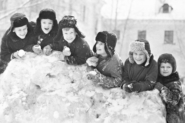 冬休み中の児童 チェレポベツにて 1971年 - Sputnik 日本