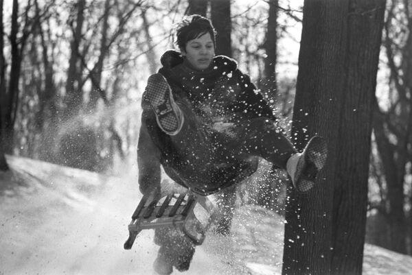 そりに乗る少年 1976年 - Sputnik 日本