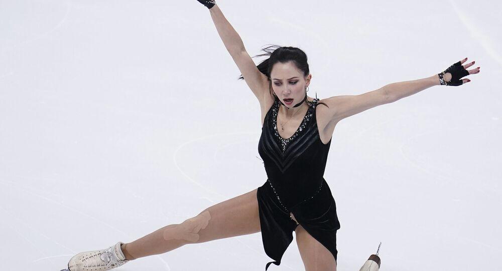 Елизавета Туктамышева выступает с короткой программой в женском одиночном катании на чемпионате России по фигурному катанию в Красноярске.