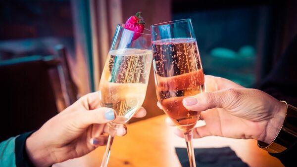 Бокалы с шампанским - Sputnik 日本