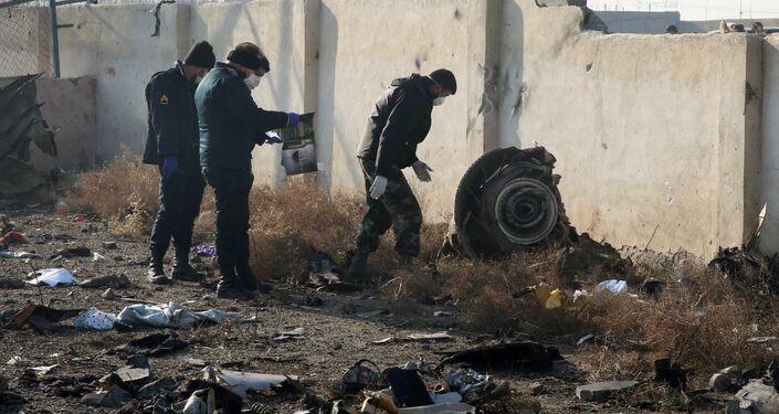 イランのウクライナ機墜落現場