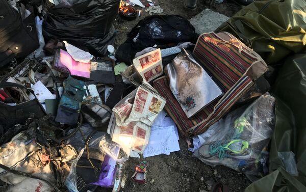 イランのウクライナ機墜落現場で 乗客の持ち物 - Sputnik 日本