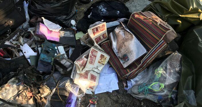 イランのウクライナ機墜落現場で 乗客の持ち物