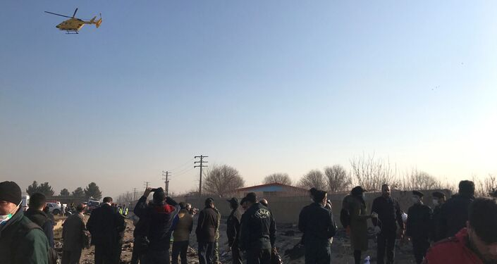 イランのウクライナ機墜落現場の救助隊