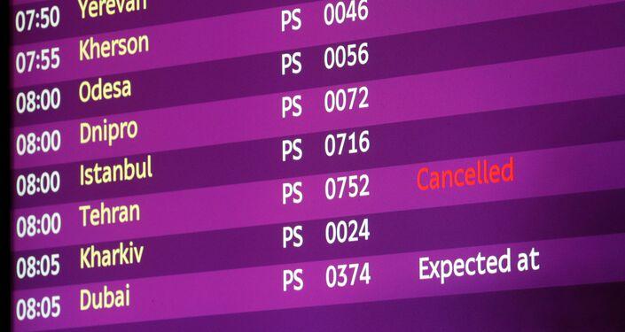 ウクライナ・ボリスポル空港の電光掲示板 テヘラン⁻キエフ便は「キャンセル」表示