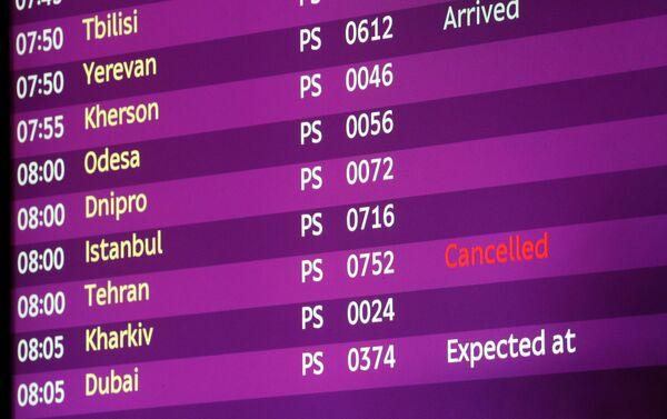 ウクライナ・ボリスポル空港の電光掲示板 テヘラン⁻キエフ便は「キャンセル」表示 - Sputnik 日本