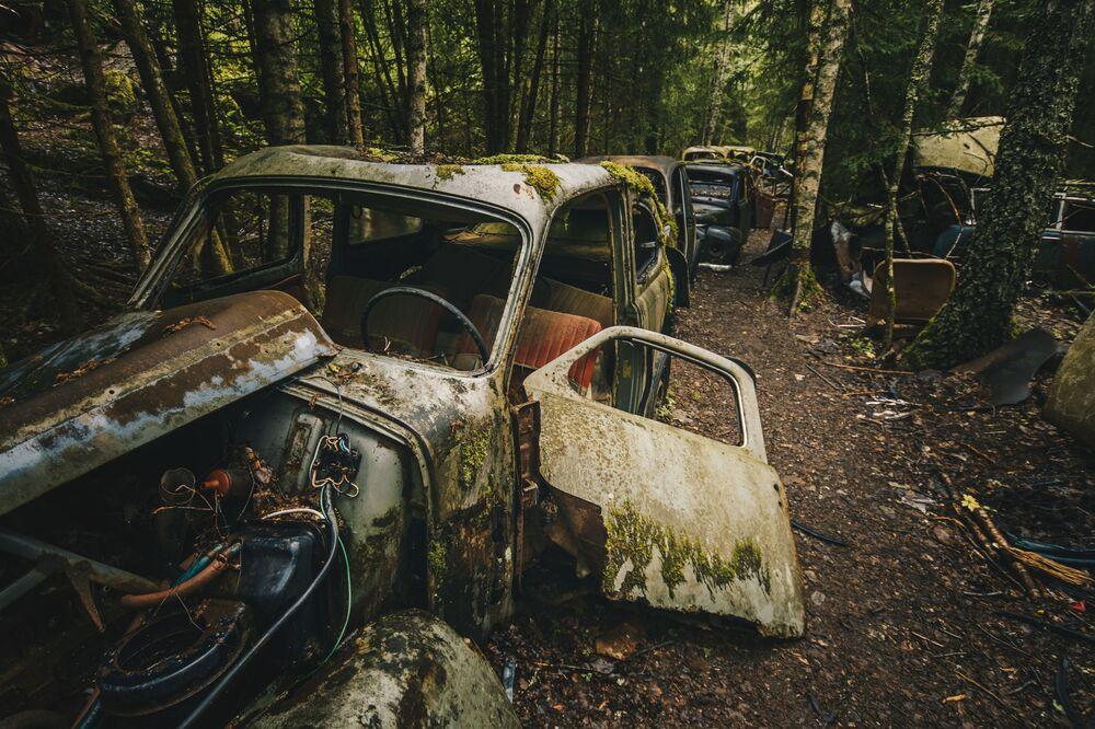 ノルウェー・スウェーデンの国境にある車の墓地