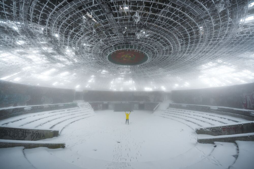 ブルガリア共産党が残した巨大ホール「ブズルジャ」