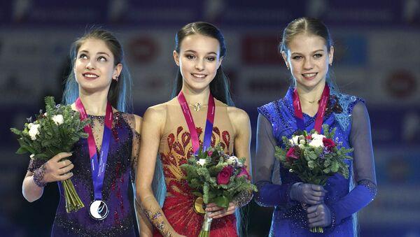 アリョーナ・コストルナヤ、 アンナ・シェルバコワ、アレクサンドラ・トルソワ  - Sputnik 日本