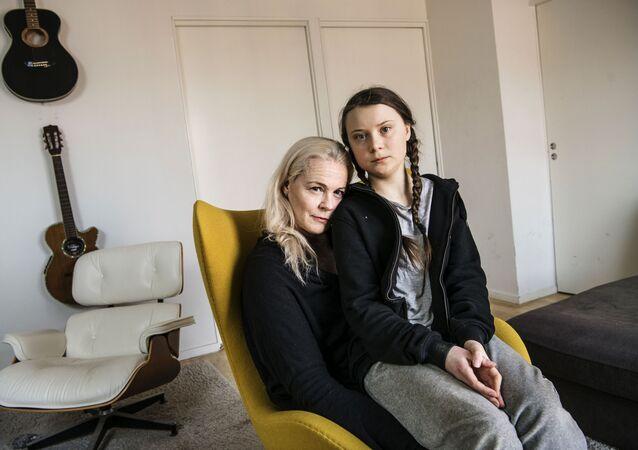 グレタ・トゥーンベリさんと母親、マレーナ・エルンマンさん