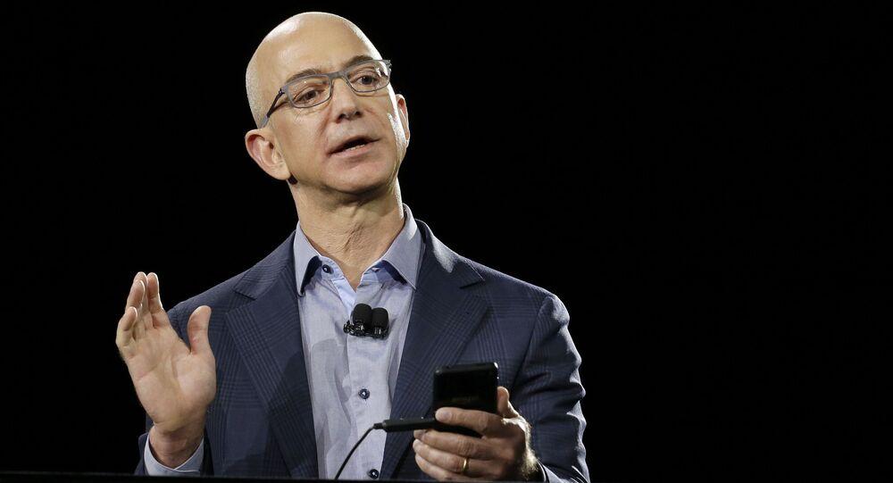 米国 アマゾンのジェフ・ベゾス氏の収入を公開するサイトが開設 約2分で米国大統領の年間収入を稼ぐ