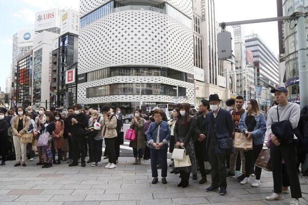 黙祷を捧げる人々(東京・銀座) - Sputnik 日本