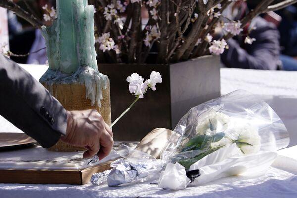追悼式で献花(東京) - Sputnik 日本