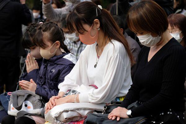 黙祷を捧げる人々(東京) - Sputnik 日本