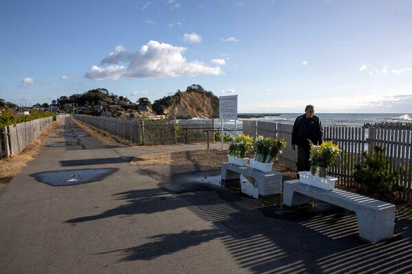 海岸沿いに立つ男性(福島県いわき市) - Sputnik 日本