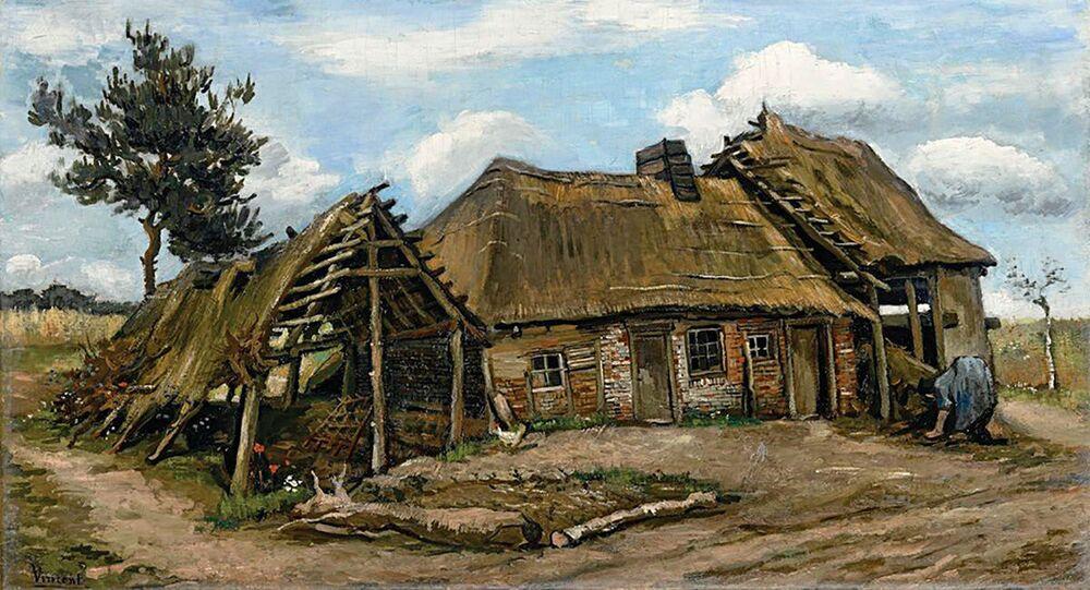 『田舎家、朽ちかけた納屋とかがむ女性』
