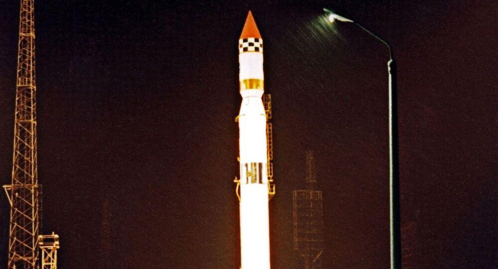 爆発したソ連開発ロケット 宇宙で破片分散