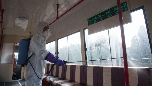 Дезинфекция трамвая против распространения коронавируса в Пхеньяне - Sputnik 日本