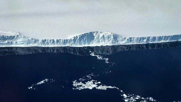 アイス・ブリッジ作戦(Operation Ice Bridge)中に撮影された巨大氷山A-68(2017年11月12日撮影) - Sputnik 日本
