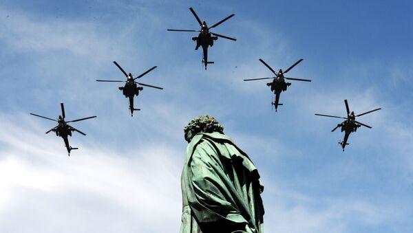 戦勝70周年記念パレードに参加した攻撃型ヘリコプターMi-28(2015年)  - Sputnik 日本