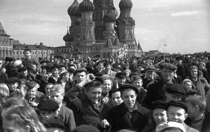 赤の広場に集まったモスクワ市民