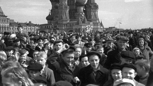 赤の広場に集まったモスクワ市民  - Sputnik 日本