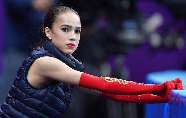 2018年平昌冬季五輪でフリースケーティングの準備をするザギトワ選手 - Sputnik 日本