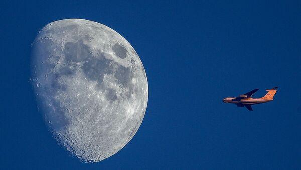 月と飛行機 - Sputnik 日本